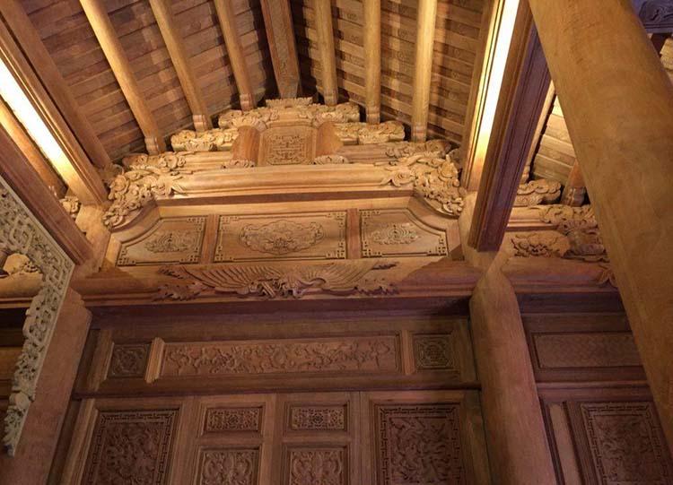 Nghệ thuật chạm khắc thủ công nhà gỗ